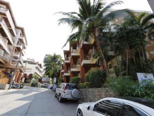 Sun Hill Hotel Phuket - Street outside of the hotel