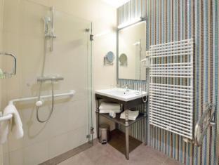 La Prima Fashion Hotel Budapest - Disabled bath room