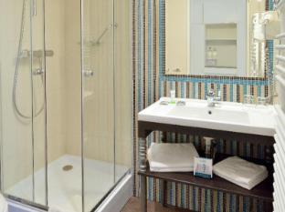 La Prima Fashion Hotel Budapest - Bath room with bathtub