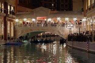 picture 2 of Luxe in Venice 15 Titanium