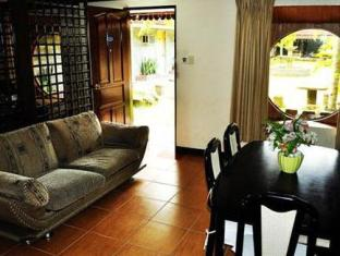 Check Inn Pension Arcade Bacolod (Negros Occidental) - Business Suite Sofa