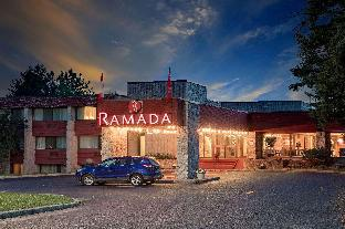 Фото отеля Ramada by Wyndham Pinewood Park Resort North Bay