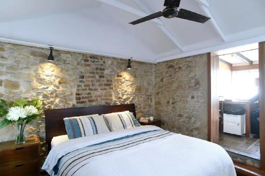 Heritage Listed Sandstone Cottage