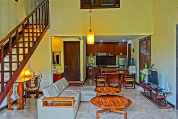 Villa Sayang Taman 9A-a short walk to beach
