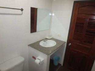 Chaleunehoung Hotel Vientiane - Bathroom