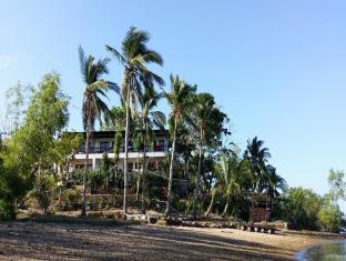 Discovery Island Resort and Dive Center Coron