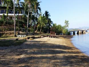 Discovery Island Resort and Dive Center Coron - Beach