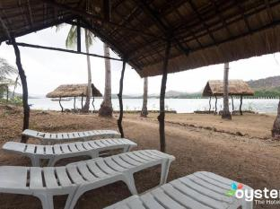 Discovery Island Resort and Dive Center Coron - Lounge close to the beach