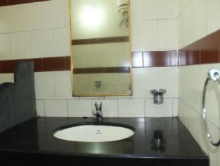 Amigo Plaza Hotel South Goa - Bathroom