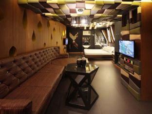 Victoria Court Malate Motorist Lodge Manila - Venom - Suite Room