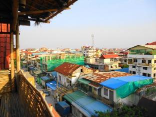 Mad House Phnom Penh - Balcony/Terrace
