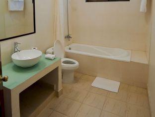 PC Hotel Phnom Penh - Bathroom