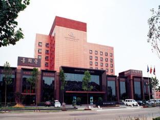 /da-dk/qingdao-danube-international-hotel/hotel/qingdao-cn.html?asq=vrkGgIUsL%2bbahMd1T3QaFc8vtOD6pz9C2Mlrix6aGww%3d