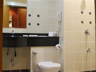 Hotel Putra Kuala Lumpur - Bathroom