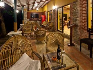 Maruni Sanctuary Lodge Chitwan - bar/salon