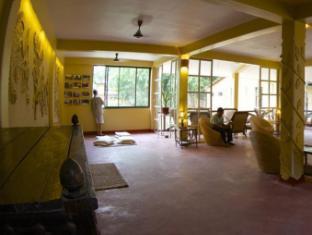 Maruni Sanctuary Lodge Chitwan - poslovni salon