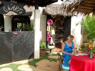 Charts Resort & Art Cafe Panglao Island - בית קפה