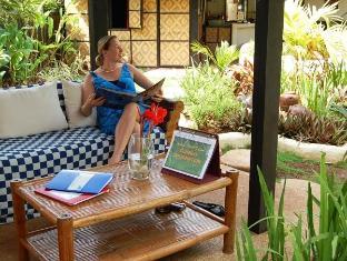 Charts Resort & Art Cafe Panglao Island - לובי