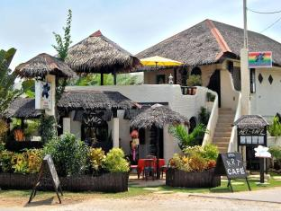 Charts Resort & Art Cafe Panglao Island - Entrada