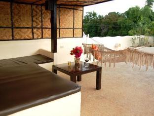 Charts Resort & Art Cafe Panglao Island - מרפסת