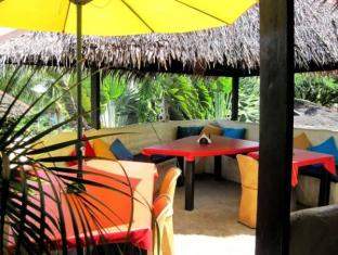Charts Resort & Art Cafe Panglao Island - Interior de l'hotel
