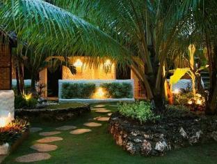Charts Resort & Art Cafe Panglao Island - בית המלון מבחוץ