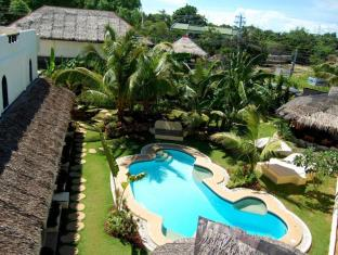 Charts Resort & Art Cafe Panglao Island - Piscina