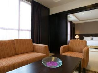 Cherengin Hills Convention & Spa Resort Janda Baik - Premier Suite - Living Area