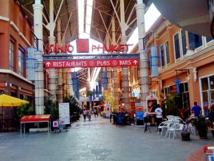 Pimnara Boutique Hotel Phuket - Location in Shopping Mall