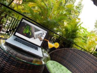 The Willow Boutique Hotel Phnom Penh - Common terrace on the first floor