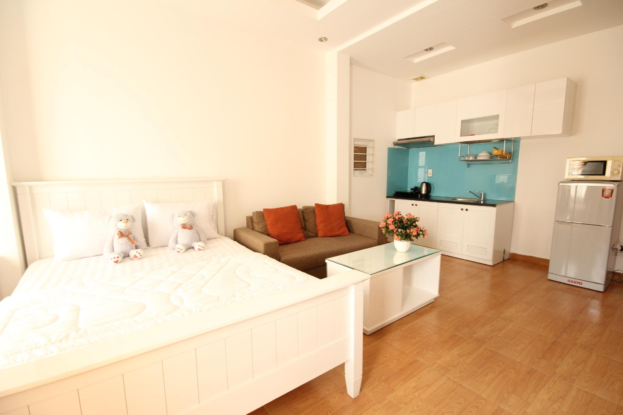 Smiley Apartment 3  201 Seviced Studio Apartment With Balcony