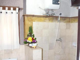 Hotel Sanur Indah Bali - larger bathroom