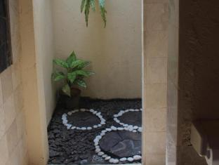 Hotel Sanur Indah Bali - Open air Shower in room