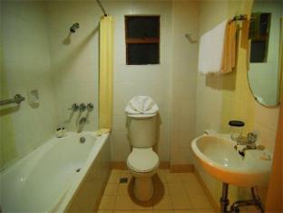ACL Suites Manila - Bathroom