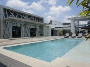 Century Hotel Angeles / Clark - Swimming Pool