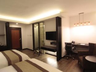 Century Hotel Angeles / Clark - Deluxe Queen Room (2 Queen Beds)