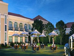 The Palms Town & Country Club New Delhi and NCR - Garden