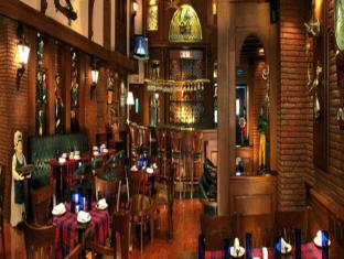 The Palms Town & Country Club New Delhi and NCR - Pub/Lounge