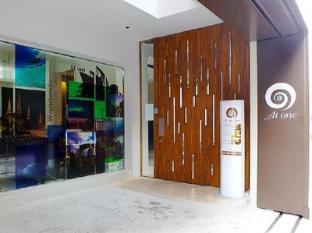 At One Inn Hualamphong Hotel