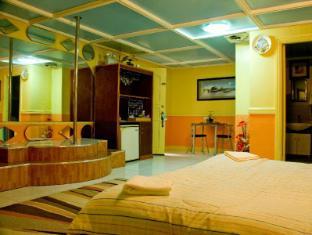 Kokomos Hotel & Restaurant Angeles / Clark - Poolside Deluxe Room
