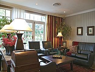 The Devon Valley Hotel Stellenbosch - Cedarwood Lounge & Bar