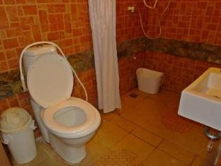 Mountain's Bay Guest House and Spa Puerto Princesa City - Junior Suite Bathroom