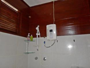 Mountain's Bay Guest House and Spa Puerto Princesa City - Suite Bathroom