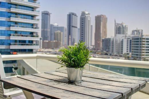 Cozy 1 Bedroom with a Balcony & Marina View