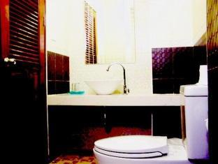 Amarin Residence Patong Beach Phuket - Deluxe-Bathroom