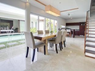 Amadea Resort & Villas Seminyak Bali Bali - Pool Villa 2 Bedroom - Dining Table