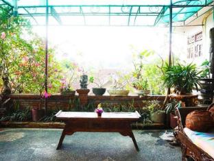 Desak Putu Putera Homestay Bali - Balkon/Taras