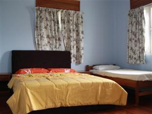 Planet Borneo Lodge Kuching - Damai - Ensuite Deluxe Family Room