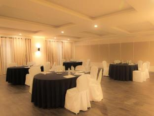 Club Punta Fuego Batangas - Meeting Room