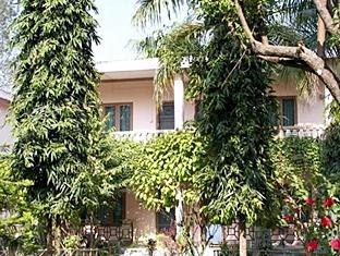 Rhino Lodge & Hotel Chitwan - Exterior hotel